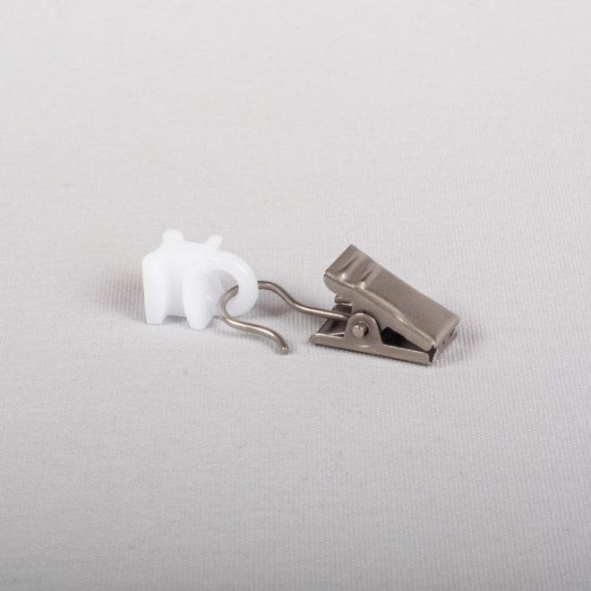 Plast. kilputė slankiojanti su metaliniu segtuku šv. mat. sidabro sp. Nr. U 335
