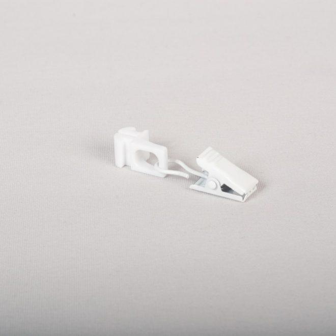 Plast. slankiojanti kilputė su metaliniu segtuku baltos sp. Nr. DS 208
